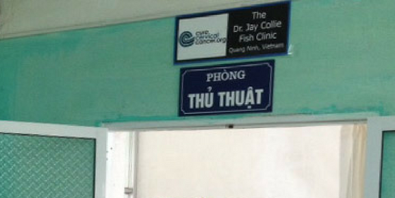 """Dr. Jay Collie Fish Clinic"" in Uong Bi"